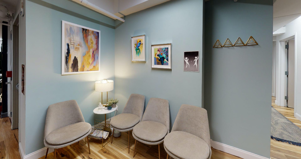 small waiting room at a psychotherapy office for rent in NYC